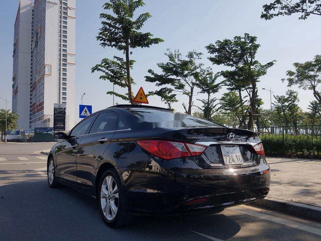 Cần bán Hyundai Sonata đời 2010, màu đen còn mới (4)