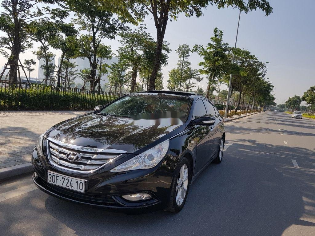 Cần bán Hyundai Sonata đời 2010, màu đen còn mới (8)