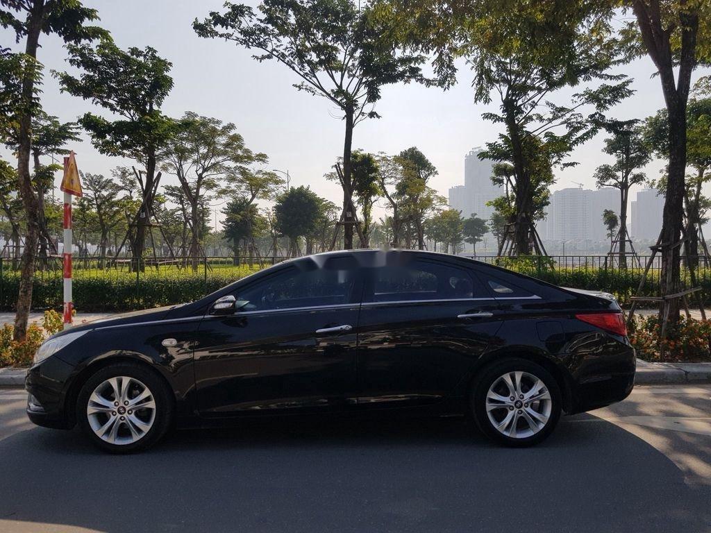 Cần bán Hyundai Sonata đời 2010, màu đen còn mới (1)