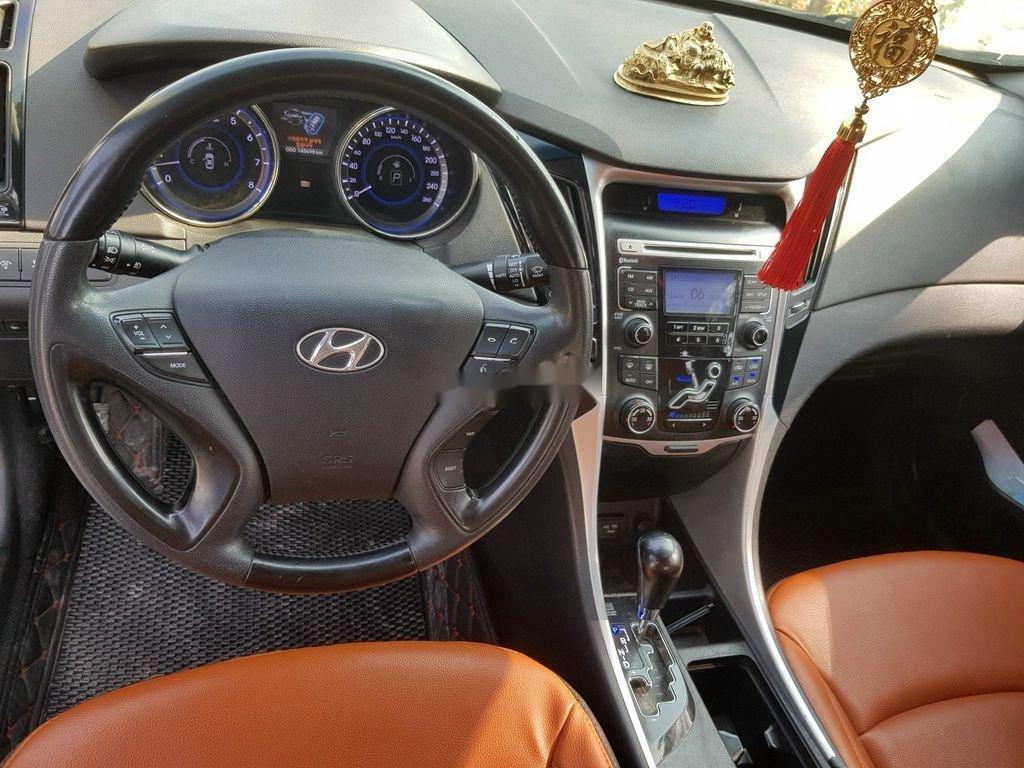 Cần bán Hyundai Sonata đời 2010, màu đen còn mới (10)