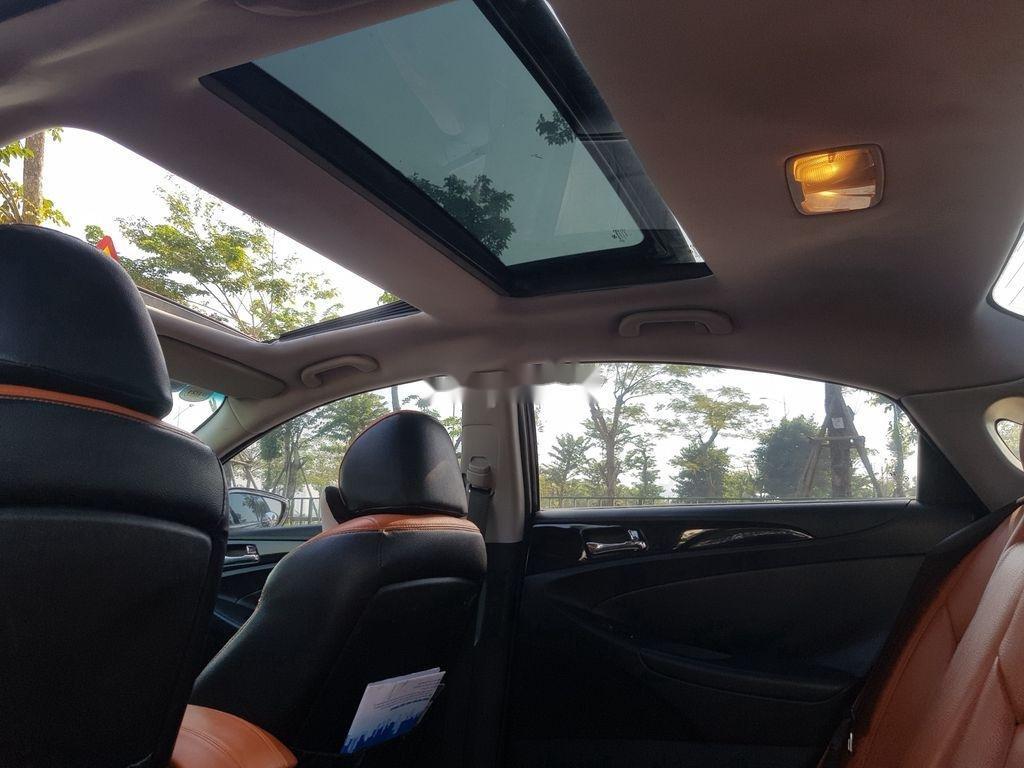 Cần bán Hyundai Sonata đời 2010, màu đen còn mới (11)