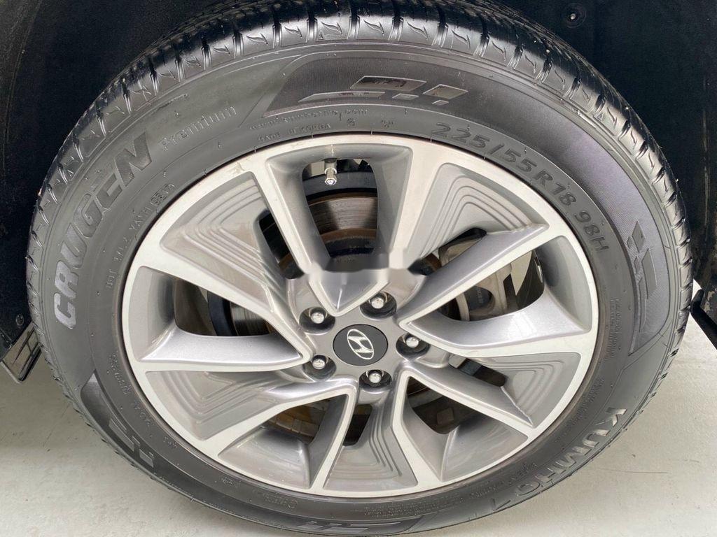 Cần bán gấp Hyundai Tucson năm sản xuất 2018, màu trắng (12)