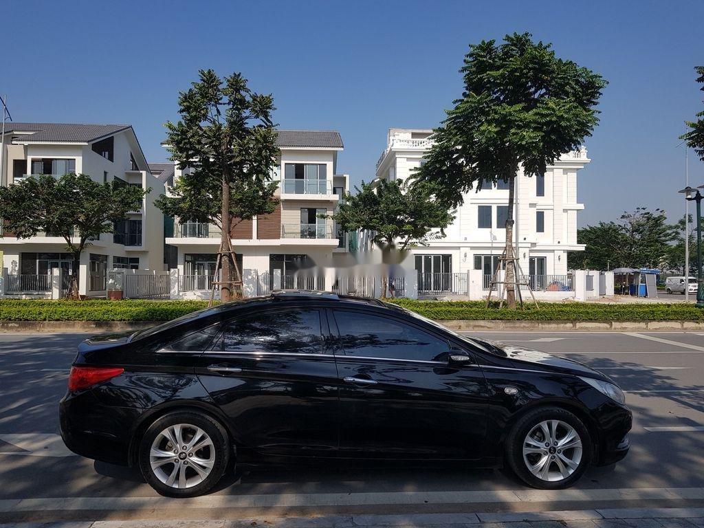 Cần bán Hyundai Sonata đời 2010, màu đen còn mới (6)