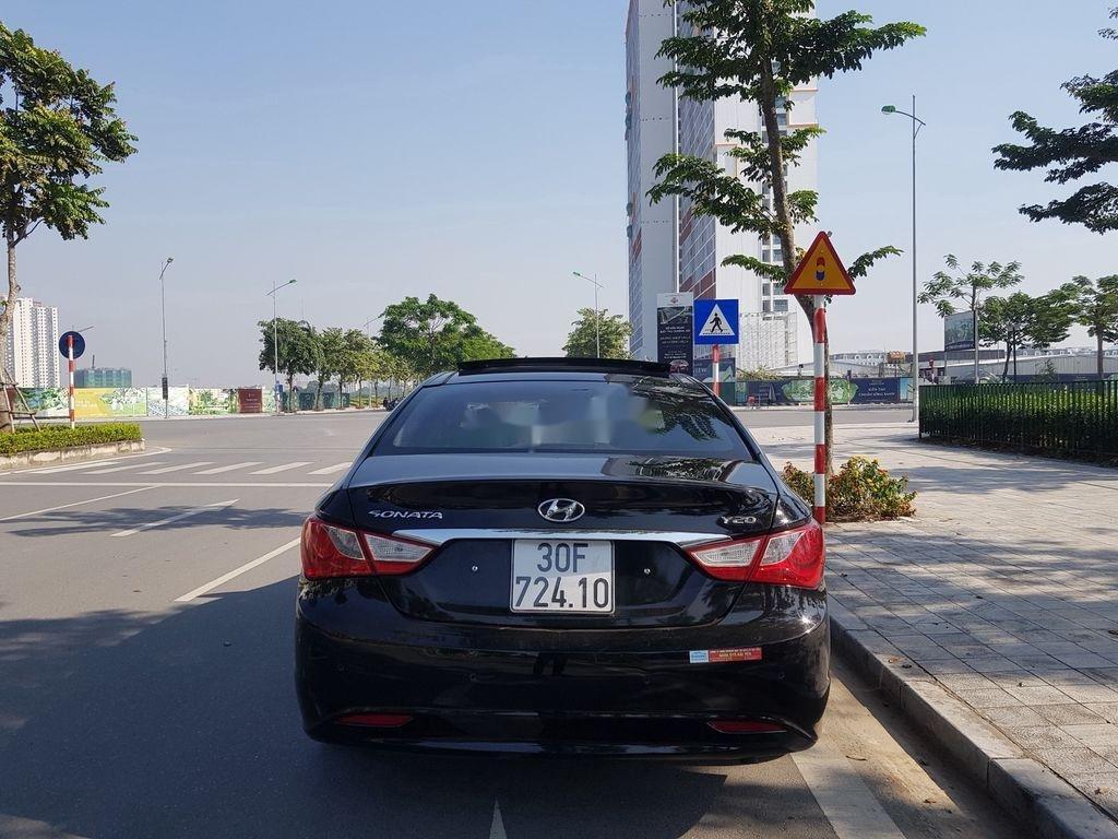 Cần bán Hyundai Sonata đời 2010, màu đen còn mới (5)