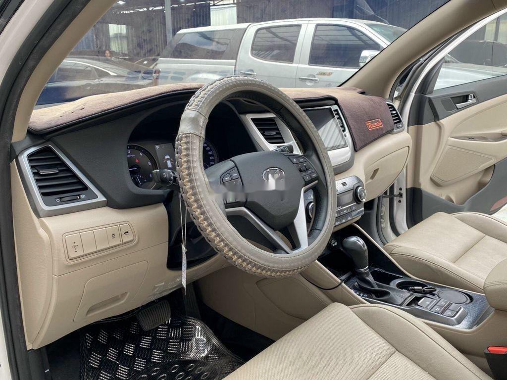Cần bán gấp Hyundai Tucson năm sản xuất 2018, màu trắng (6)