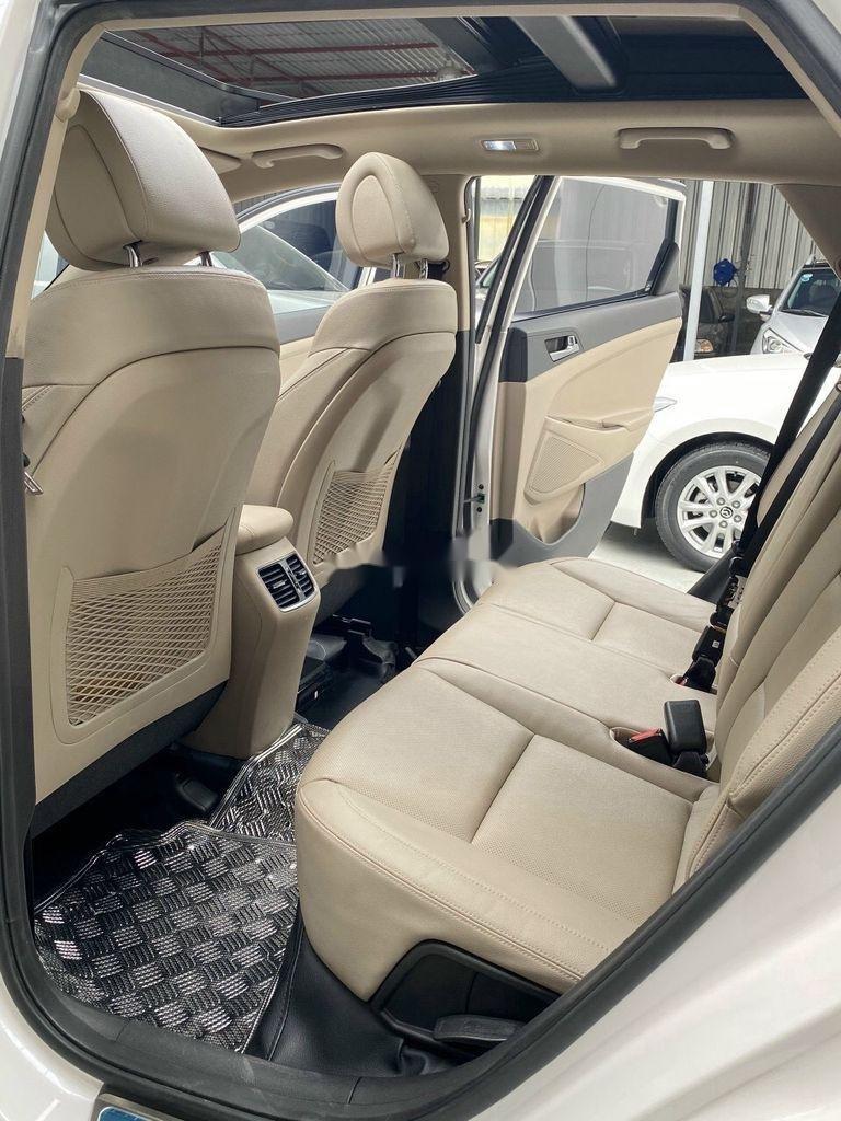 Cần bán gấp Hyundai Tucson năm sản xuất 2018, màu trắng (10)