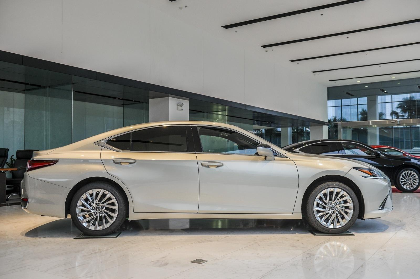 Ngoại hình tổng thể xe Lexus ES 2021 1
