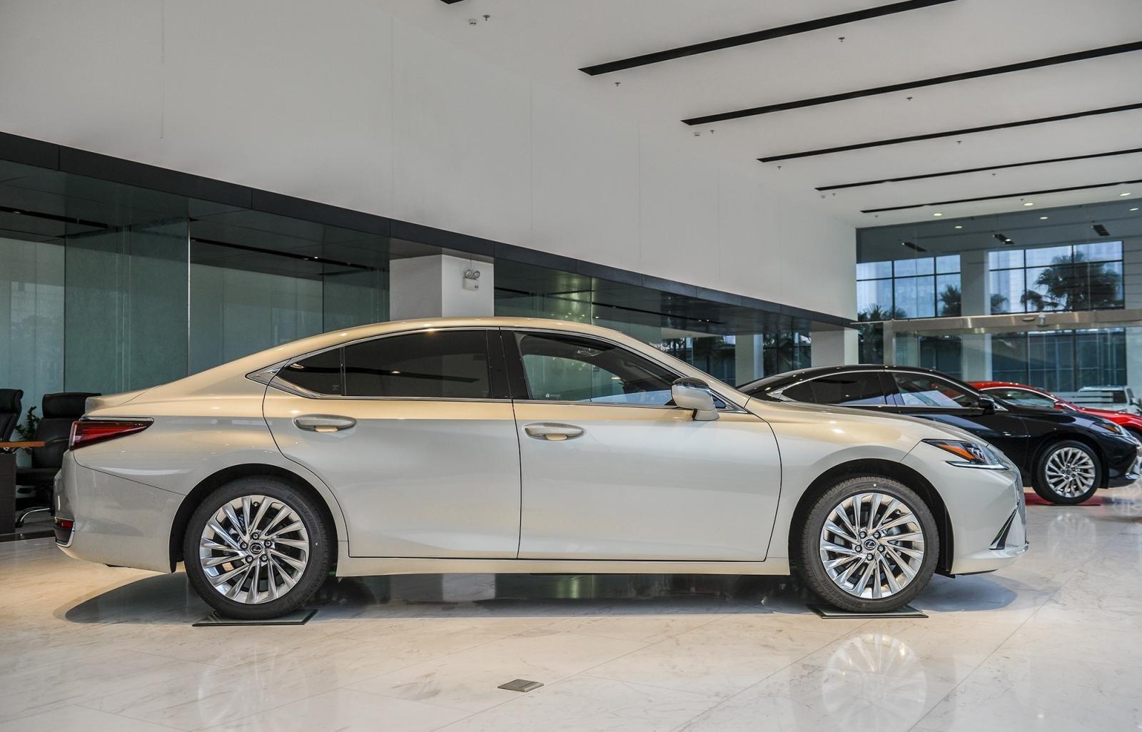 Ngoại thất Lexus ES 2021 mới nhất.