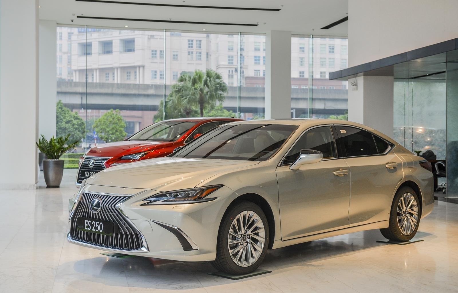 Giá xe Lexus ES 2021 mới nhất.