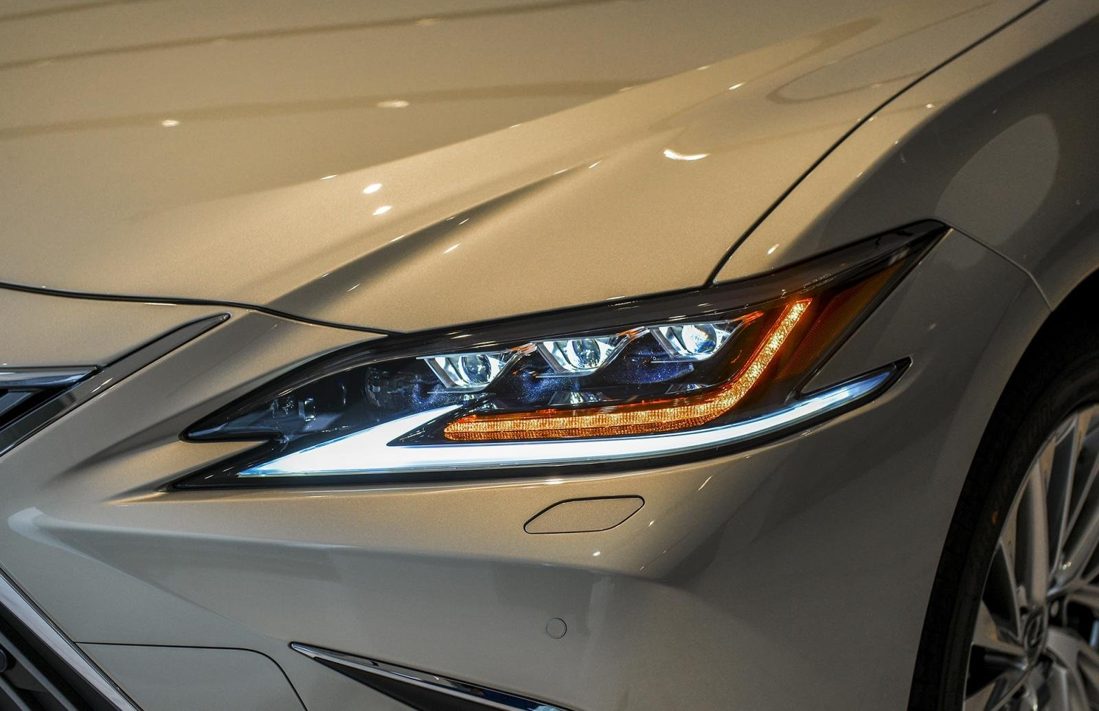 Ngoại thất Lexus ES 2021 mới nhất 1.