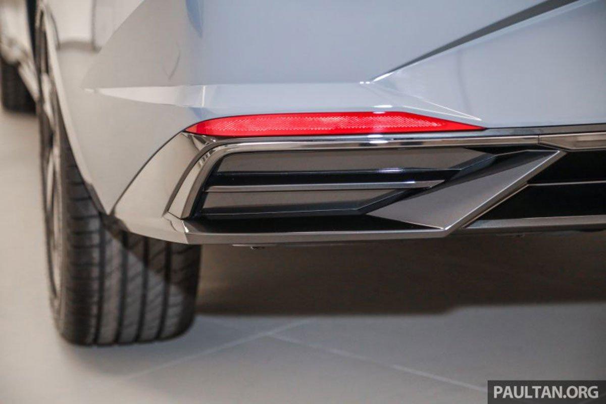 Ống xả trên xe Hyundai Elantra 2021 1