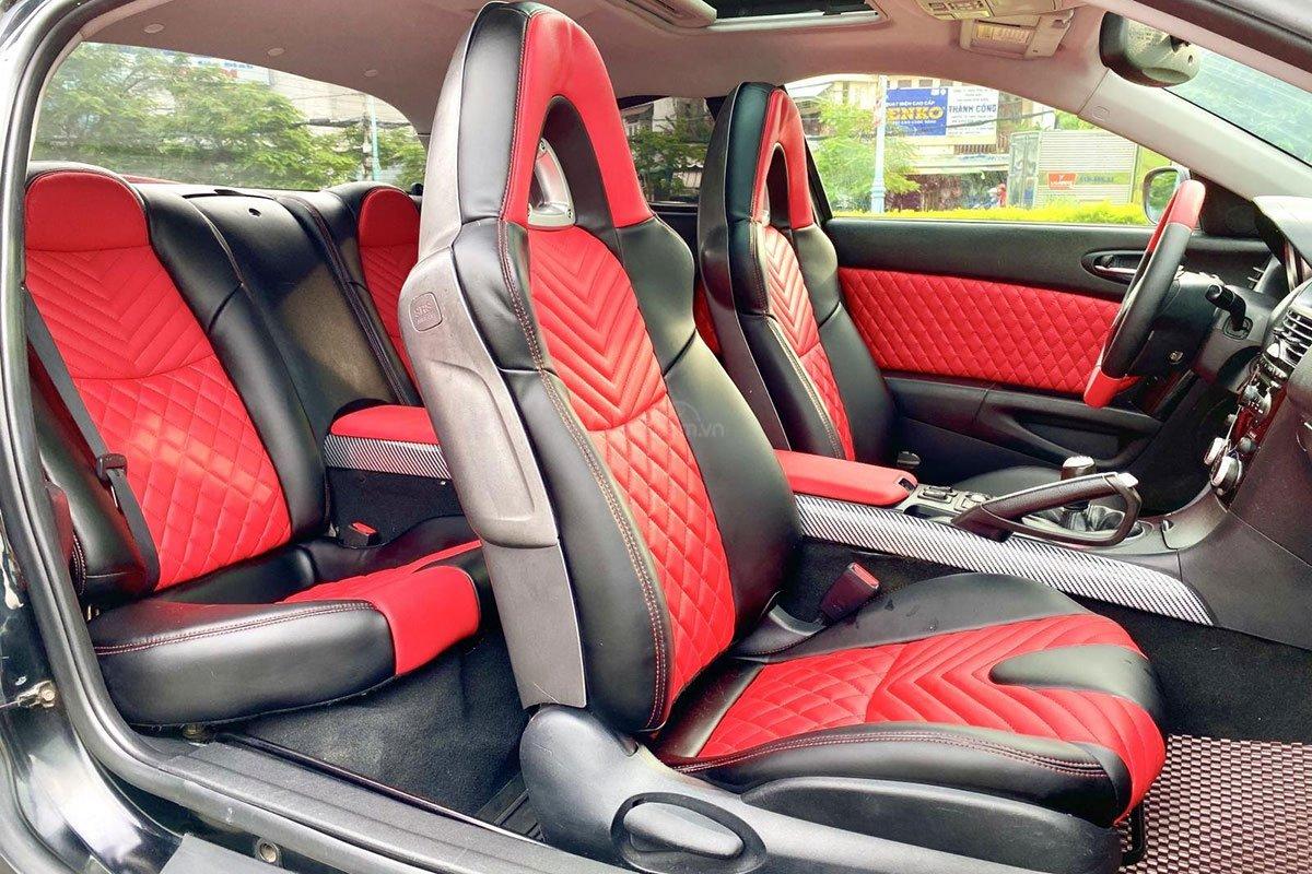 Không gian ghế ngồi trên xe Mazda RX-8 2006 1