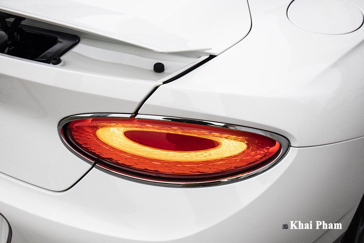 Ảnh Đèn hậu phải xe Bentley Continental GT 2021