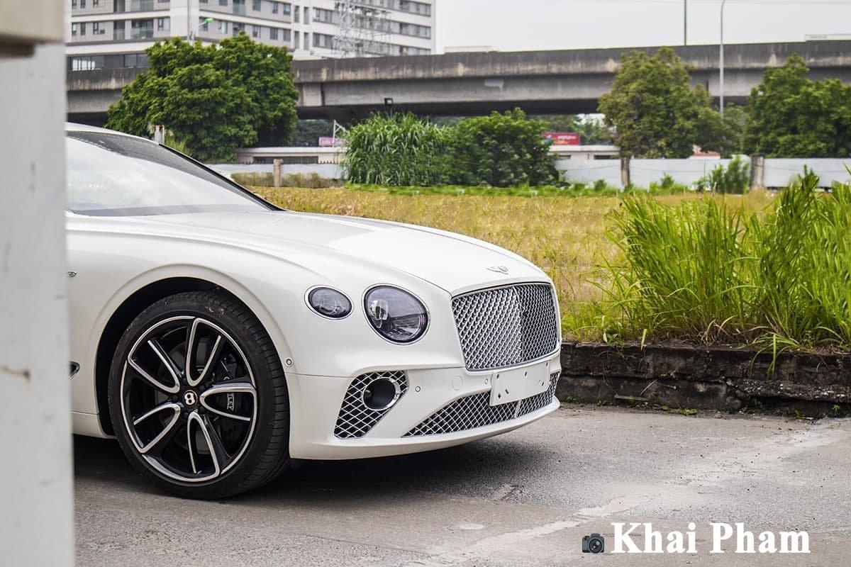 Ảnh chính diện đầu xe Bentley Continental GT 2021
