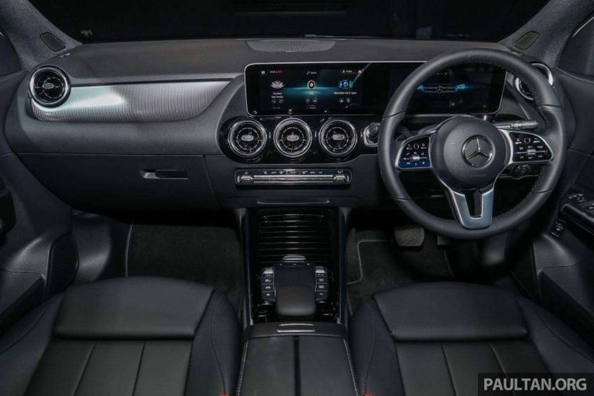 Không gian nội thất xe Mercedes-Benz GLA 200 2021 1