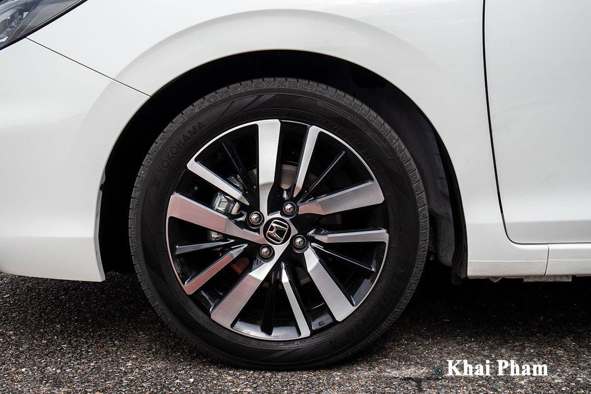 La-zăng của Honda City RS thế hệ mới sử dụng loại 17 inch tiêu chuẩn.