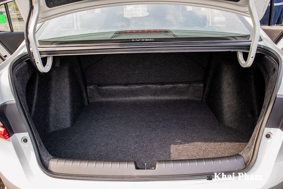 Khoang hành lý trên Honda City RS 2021 có dung tích 563 lít.