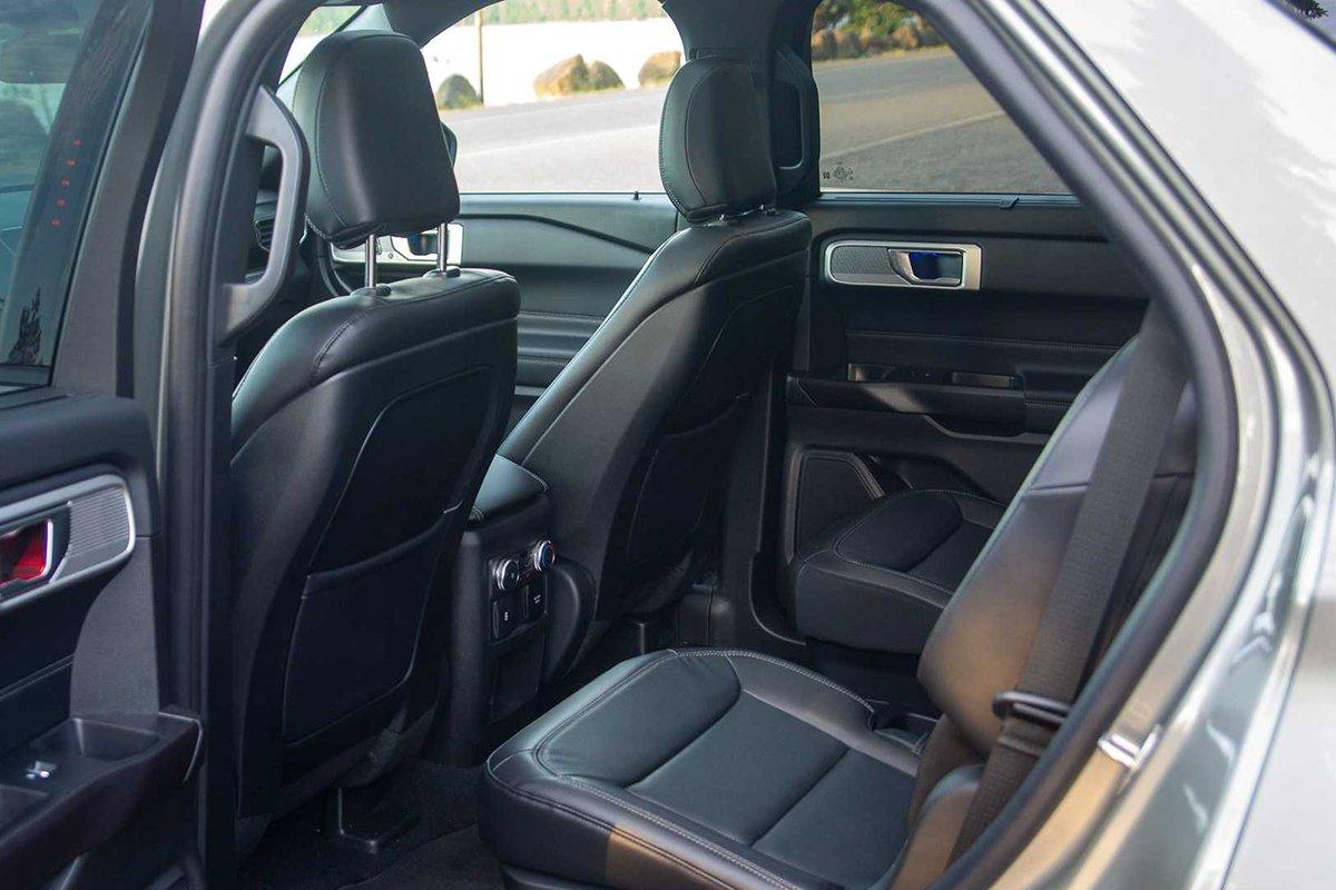 Ảnh Hàng ghế hai xe Ford Explorer 2021