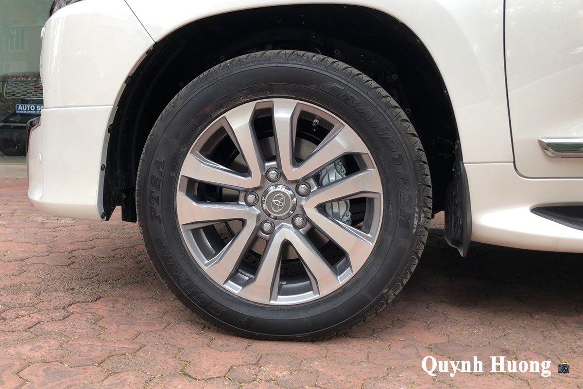 Toyota Land Cruiser VXS Executive Lounge 2021 gần 7 tỷ đồng vừa về Việt Nam có gì mà hot vậy a4