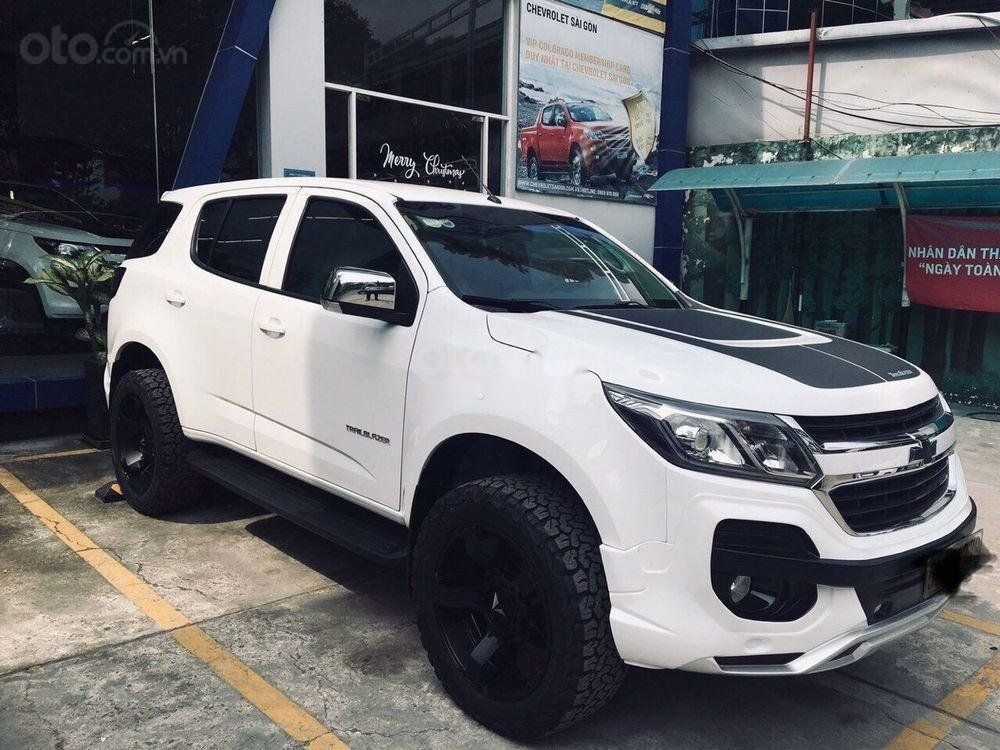 Chevrolet Trailblazer giảm giá 300 triệu đồng 1
