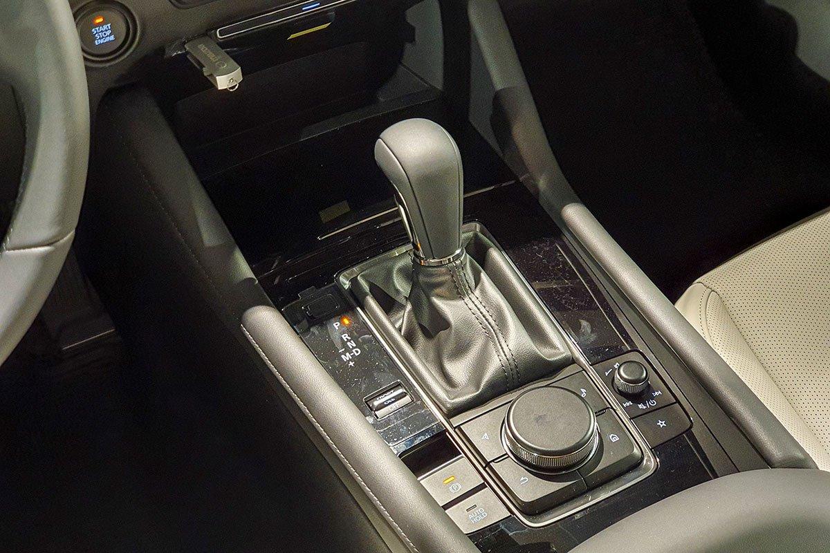 Hộp số tự động trên Mazda 3 sedan 2021.