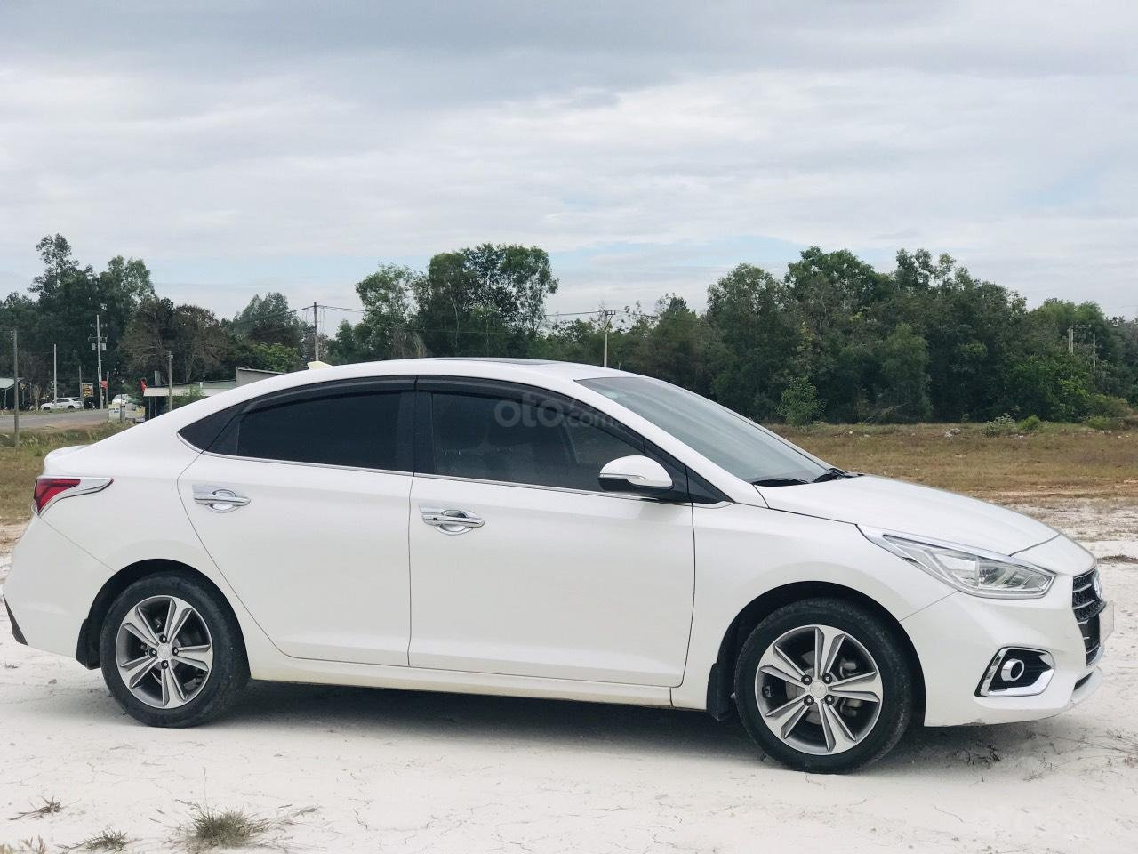 Mới về Hyundai Accent sản xuất 2018 1.4ATH bản đặc biệt (4)