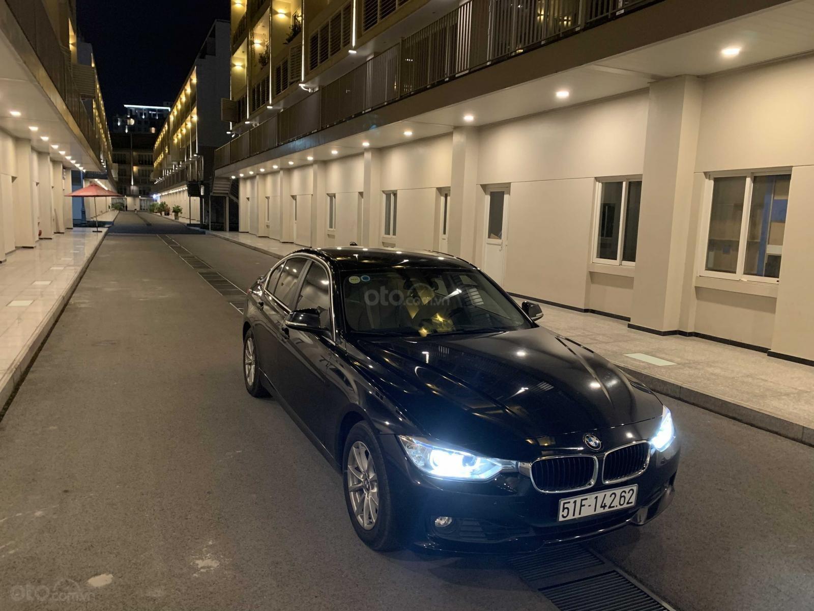 Cần bán lại xe BMW 3 Series 320i năm sản xuất 2015, màu đen, nhập khẩu, giá tốt (8)