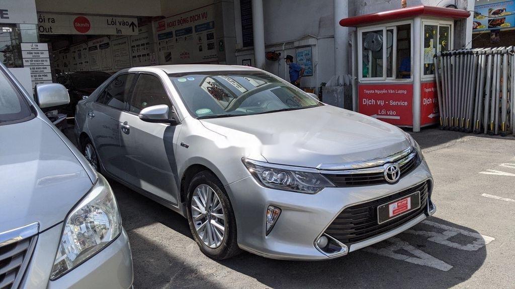 Xe Toyota Camry năm 2017 còn mới (4)
