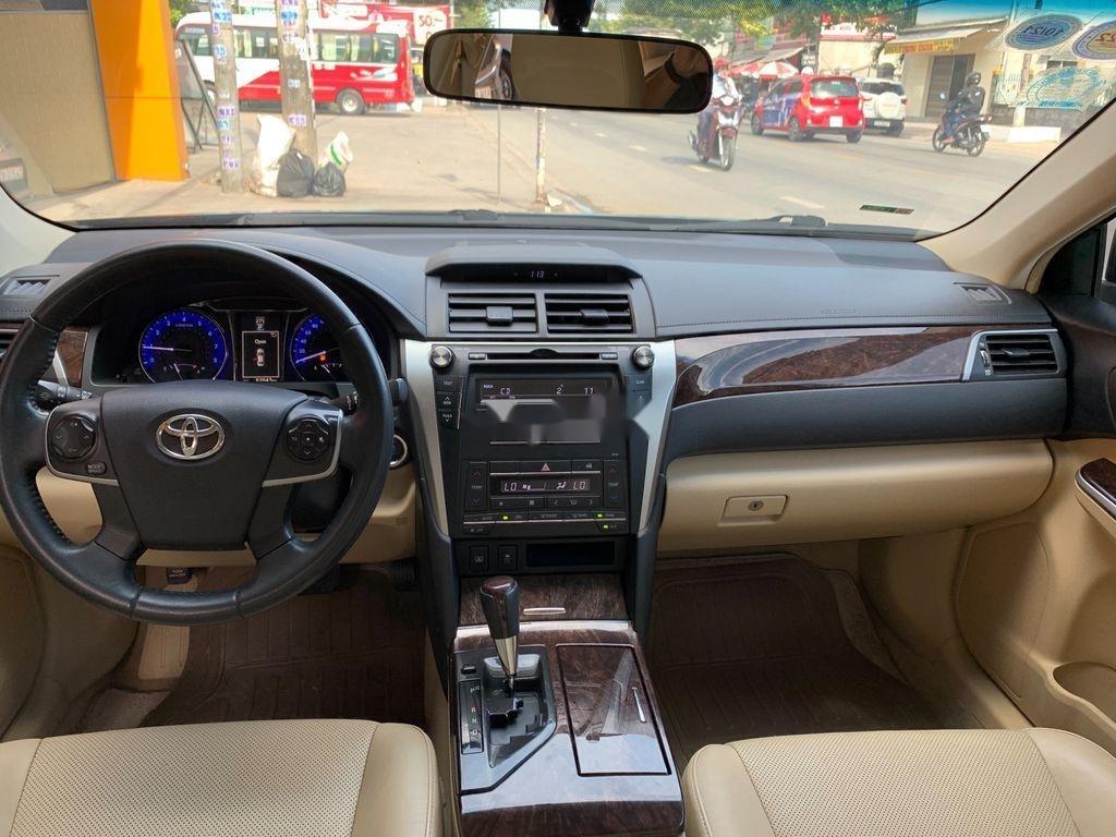 Cần bán xe Toyota Camry năm 2016, xe giá thấp (9)