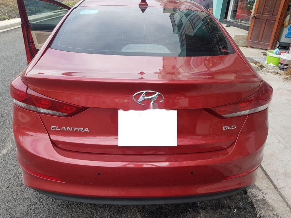Cần bán gấp Hyundai Elantra năm sản xuất 2018 còn mới (3)