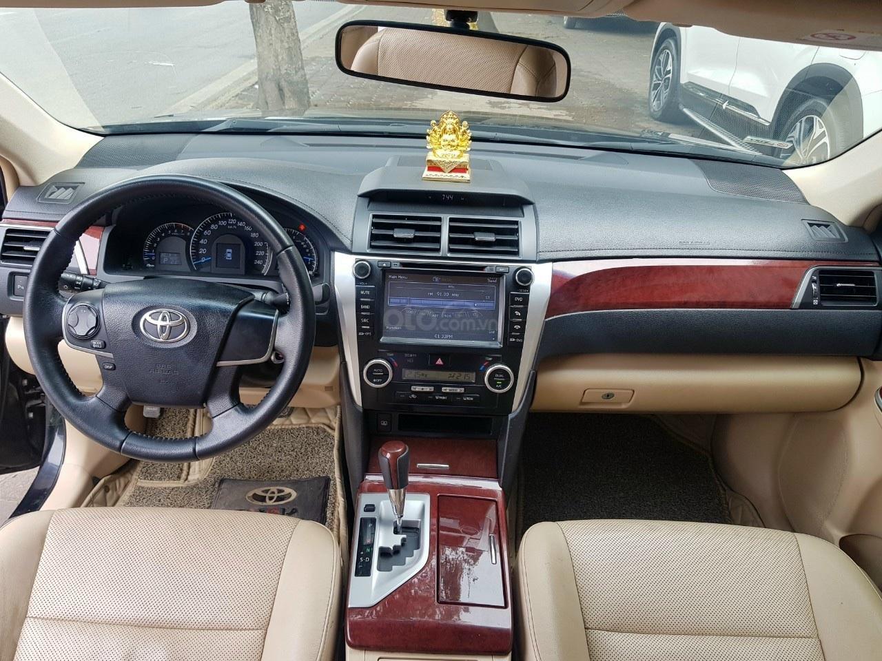 Bán Toyota Camry 2.5G màu đen sản xuất 2014 xe TNCC, nội ngoại thất đẹp (8)