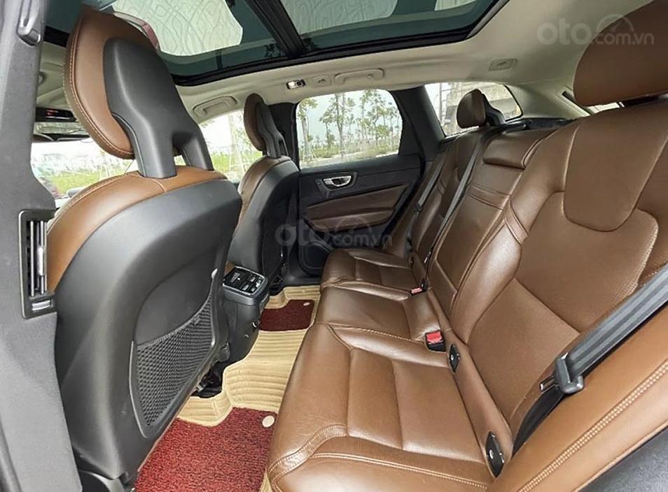 Cần bán lại xe Volvo XC60 năm 2017, màu đỏ, xe nhập còn mới (4)