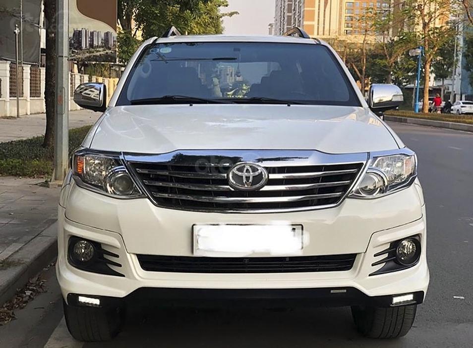 Cần bán lại xe Toyota Fortuner sản xuất 2016, màu trắng còn mới, giá tốt (1)