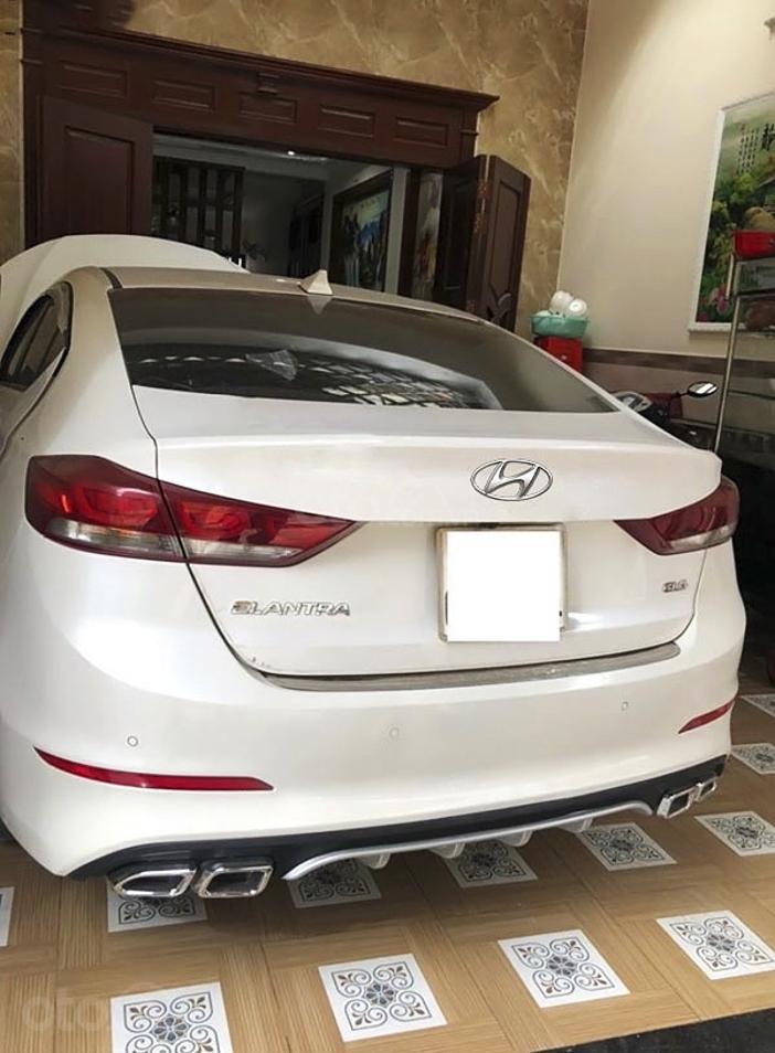 Bán Hyundai Elantra sản xuất 2017, màu trắng còn mới, giá 485tr (4)