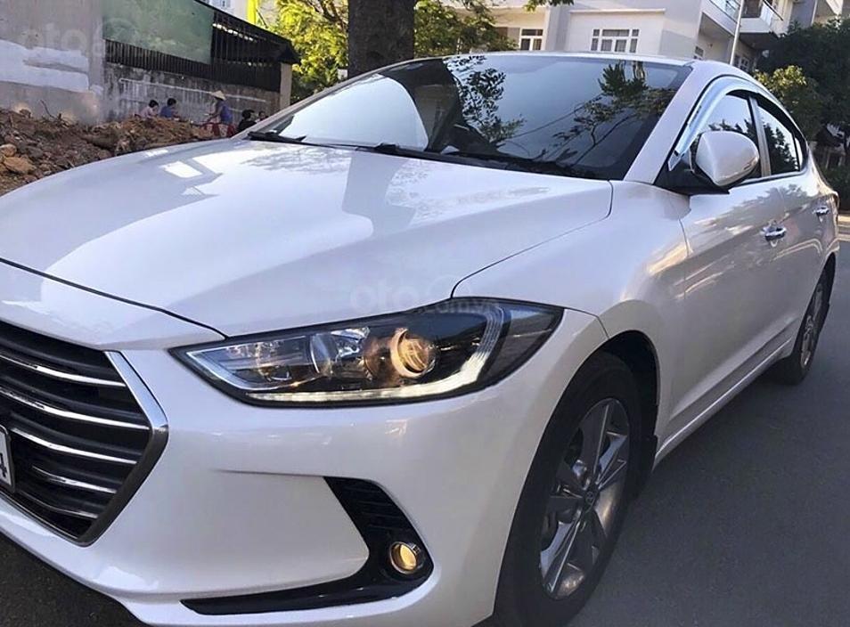 Bán Hyundai Elantra sản xuất 2017, màu trắng còn mới, giá 485tr (1)