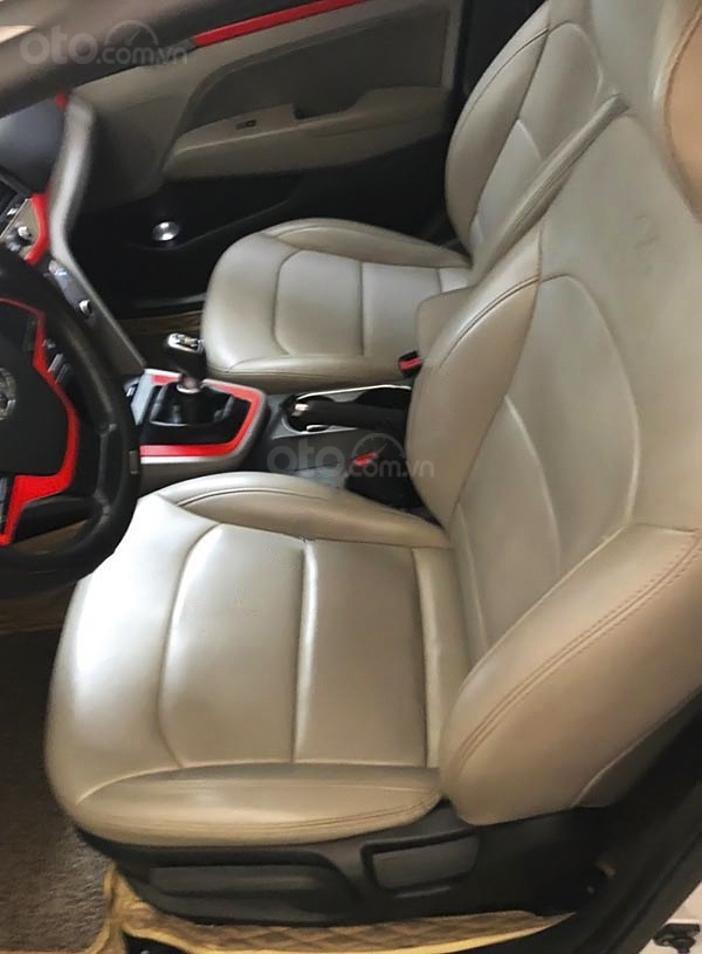 Bán Hyundai Elantra sản xuất 2017, màu trắng còn mới, giá 485tr (5)