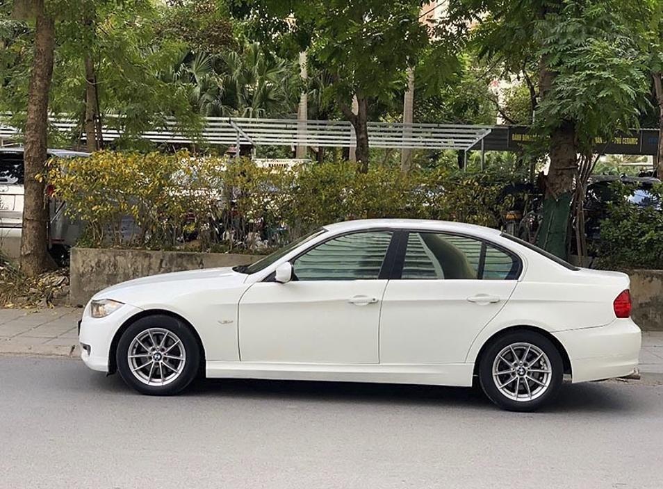 Xe BMW 3 Series sản xuất năm 2009, màu trắng, nhập khẩu còn mới (1)