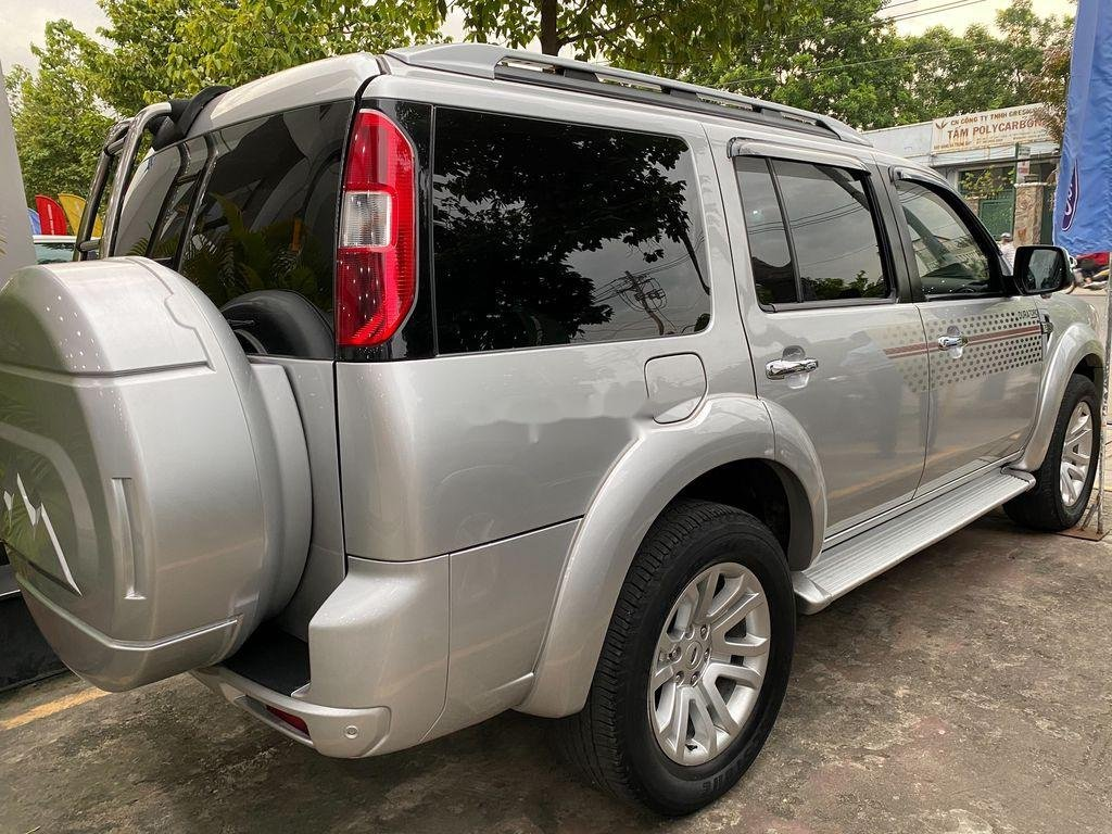 Cần bán xe Ford Everest đời 2013, màu bạc, nhập khẩu (2)