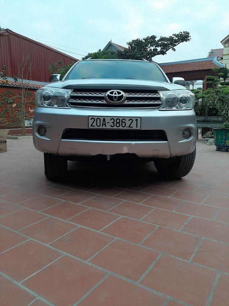 Xe Toyota Fortuner năm sản xuất 2012 còn mới (1)