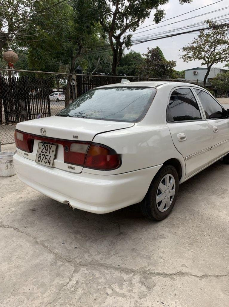 Bán Mazda 323 đời 2000, màu trắng (2)