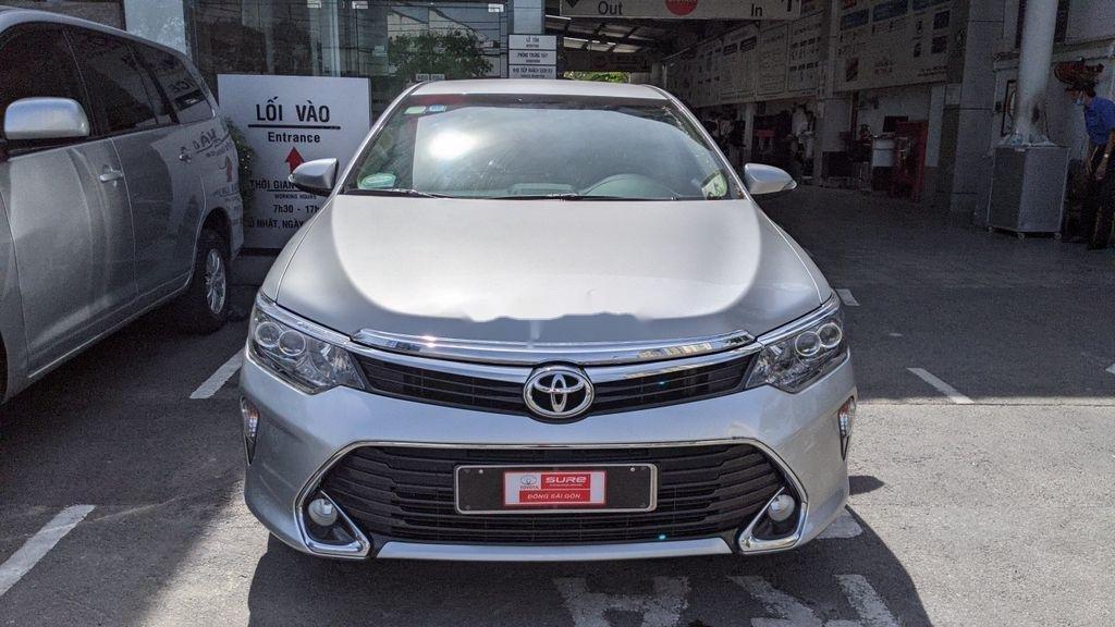 Xe Toyota Camry năm 2017 còn mới (3)