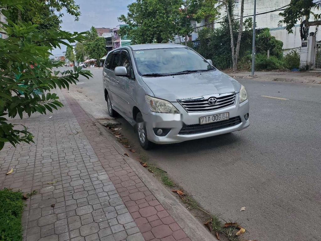 Bán Toyota Innova sản xuất năm 2013, xe một đời chủ còn mới (1)