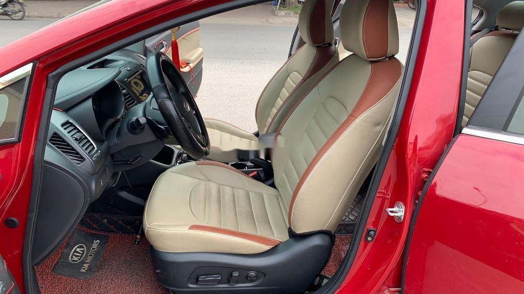 Cần bán Kia Cerato sản xuất 2018, màu đỏ, 570 triệu (5)