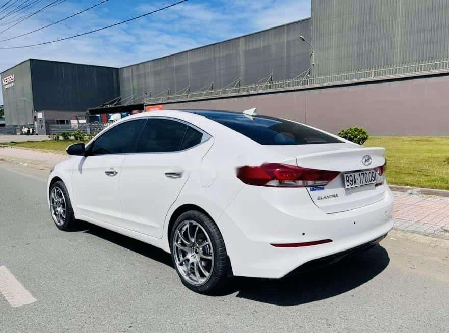 Bán xe Hyundai Elantra sản xuất 2019, xe chính chủ còn mới (6)