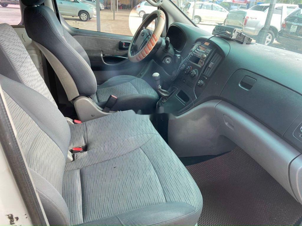 Cần bán Hyundai Grand Starex đời 2010, màu trắng (5)