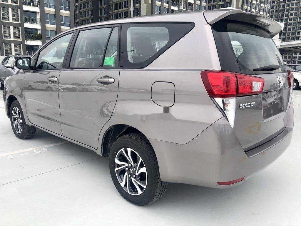 Bán ô tô Toyota Innova 2.0E MT năm sản xuất 2021 (4)