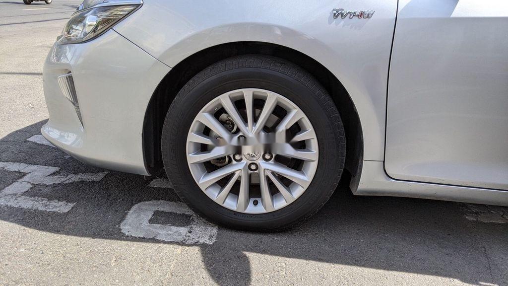Xe Toyota Camry năm 2017 còn mới (2)
