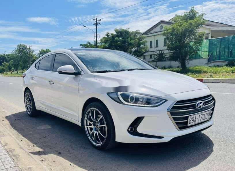 Bán xe Hyundai Elantra sản xuất 2019, xe chính chủ còn mới (2)