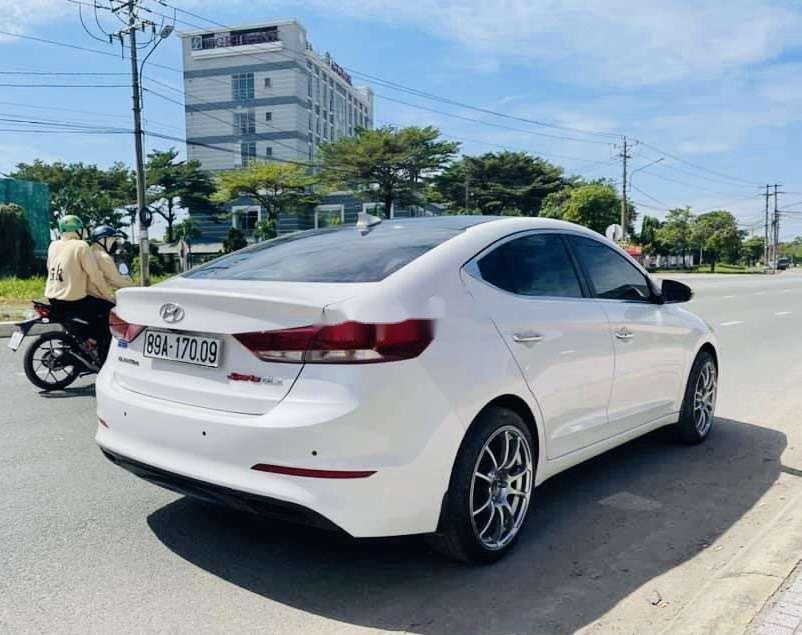 Bán xe Hyundai Elantra sản xuất 2019, xe chính chủ còn mới (4)