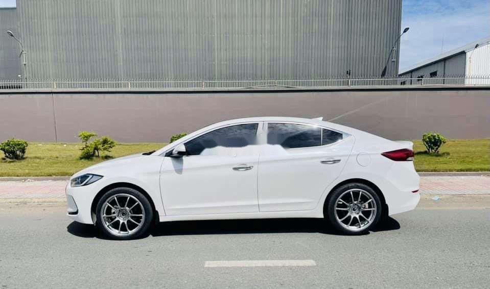 Bán xe Hyundai Elantra sản xuất 2019, xe chính chủ còn mới (10)